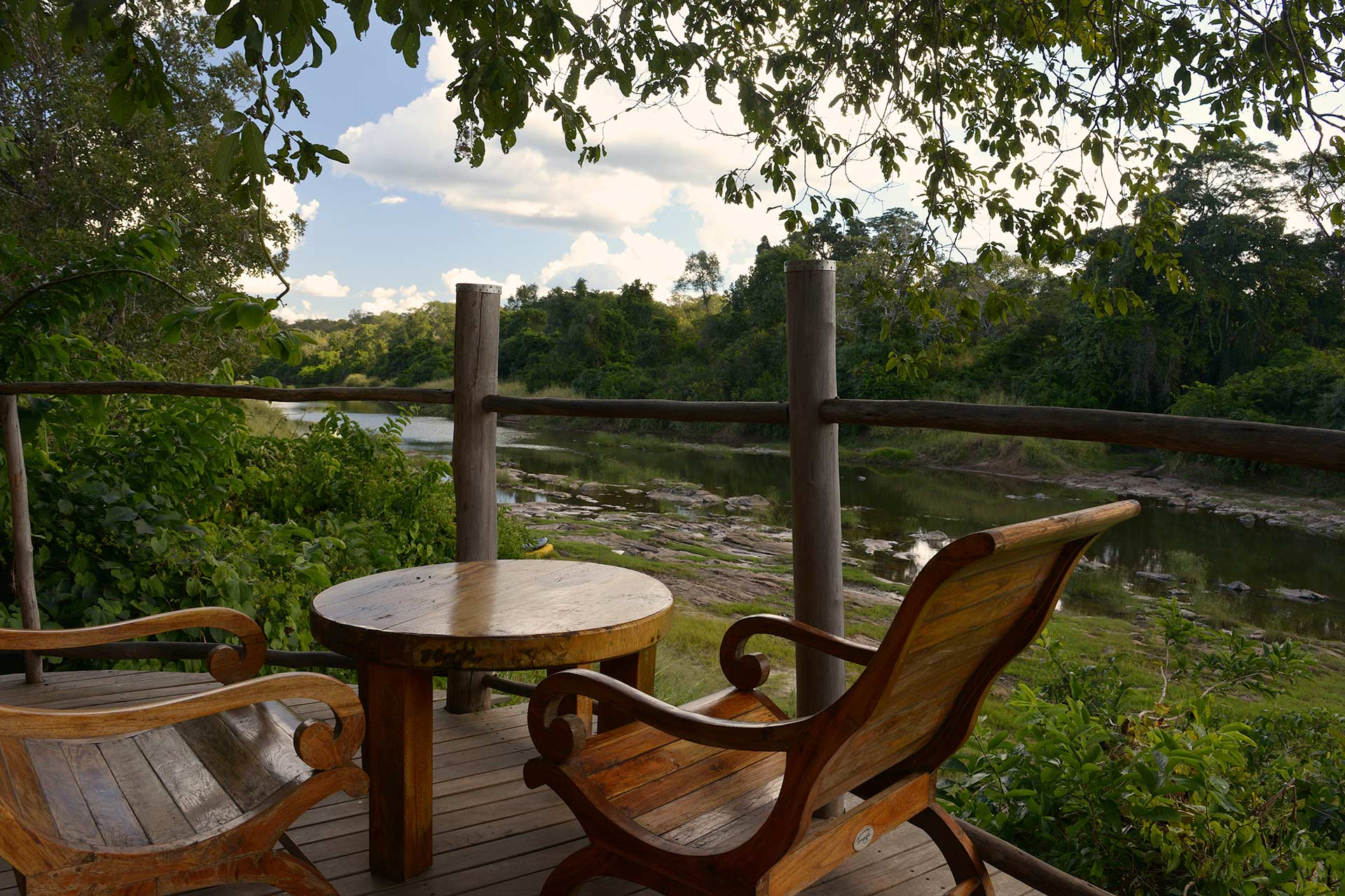 Luxury accommodation malawi tongole wilderness lodge for Balcony underside